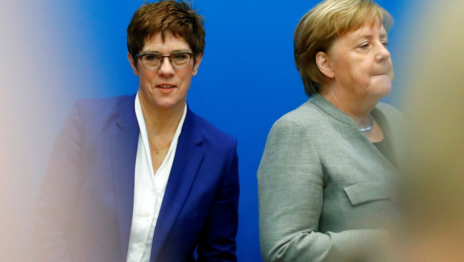 "Internationale Presse: ""Merkel versenkt Kramp-Karrenbauer"""