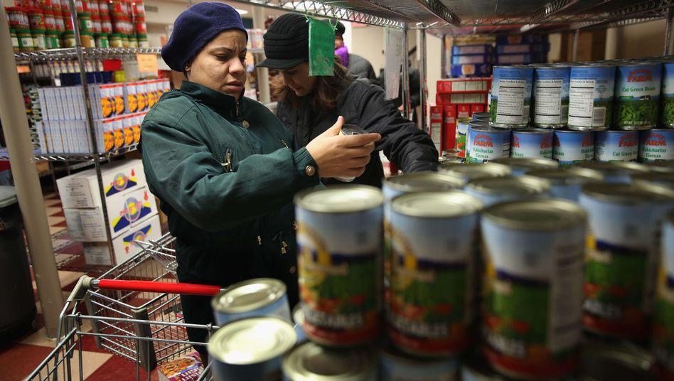 Lebensmittelhilfe in New York (Archivbild): Menschen von der Sozialhilfe zurück in den Arbeitsmarkt bringen