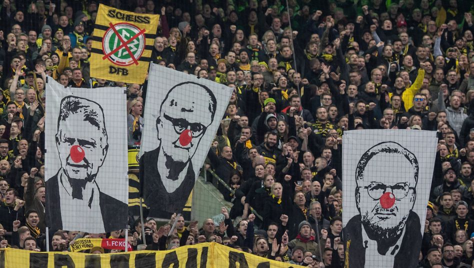 """Fanproteste in Mönchengladbach: """"Die hässlichen Fratzen des Fußballs"""""""