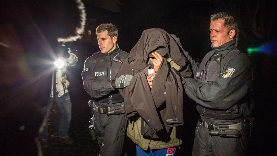Festnahme eines Verdächtigen: Die Kriminalität steigt, aber langsamer als die Zahl der Flüchtlinge
