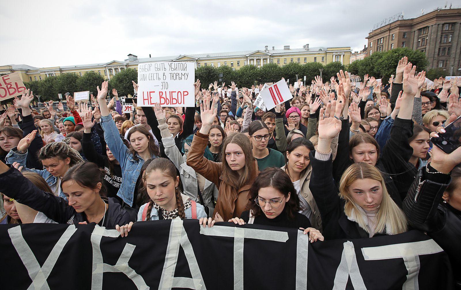 EINMALIGE VERWENDUNG Russland/ Proteste/ Haeusliche Gewalt/ Frauenrechte