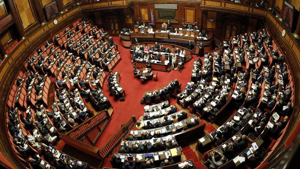 Italiens Politiker: Vom Himmel ins Armenhaus
