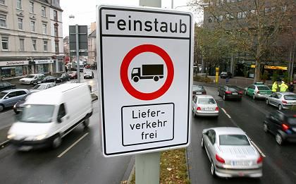 Lkw-Verbotsschild in Frankfurt: Rund 70 Städte mussten zeitweise Straßen sperren