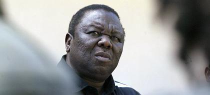 """Morgan Tsvangirai bei seiner Boykotterklärung in Harare: """"Gewalttätiger Abklatsch eines Wahlprozesses"""""""