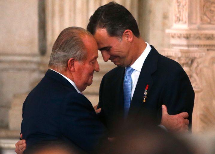 Madrid 2014: So innig zeigten sich Vater und Sohn bei der offiziellen Zeremonie zur Abdankung von Juan Carlos