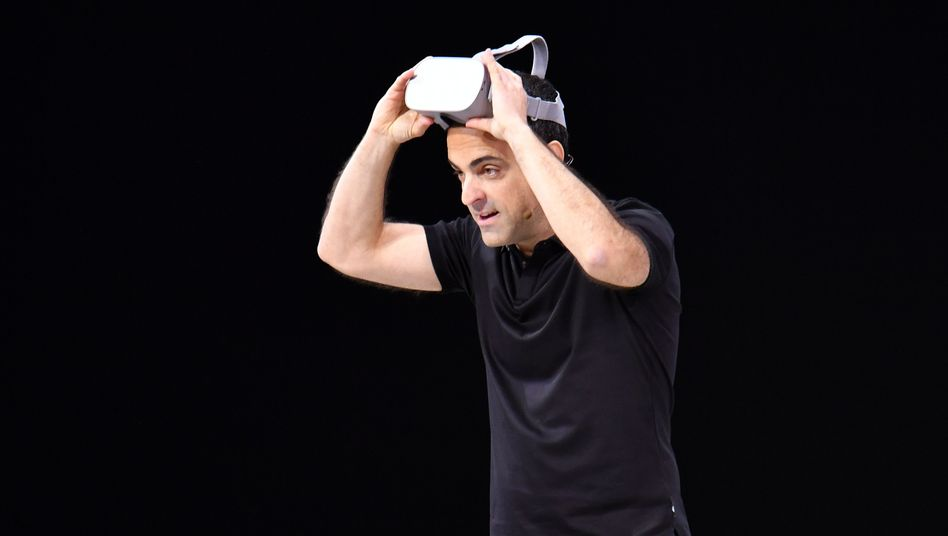 Facebook-Manager Hugo Barra mit Oculus-Brille (Archivbild)