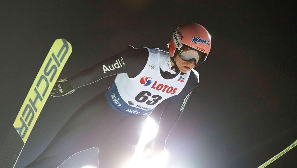 Karl Geiger beim Weltcup-Auftakt in Wisla