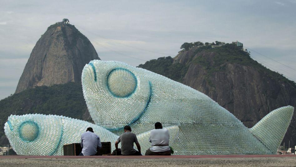 Plastikflaschen-Kunstwerk zum Erdgipfel Rio+20: Green Economy ist neue Nachhaltigkeit
