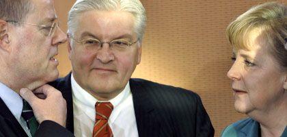 Steinbrück, Steinmeier, Merkel in Berlin: Größtes Finanzrettungspaket der Nachkriegsgeschichte