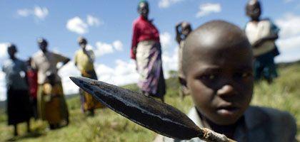 Volk in Not: Die Jäger und Sammler vom kenianischen Stamm der Ogiek am Mount Elgon sind zwischen die Fronten der Regierungstruppen und der Sabaot-Rebellen geraten