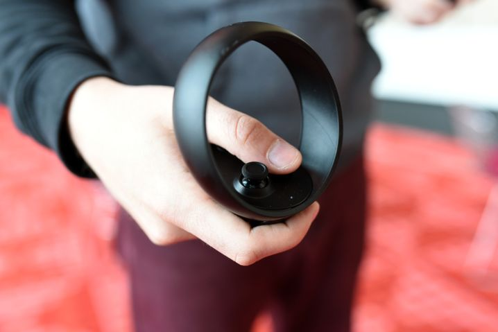 Einer der zwei Handcontroller