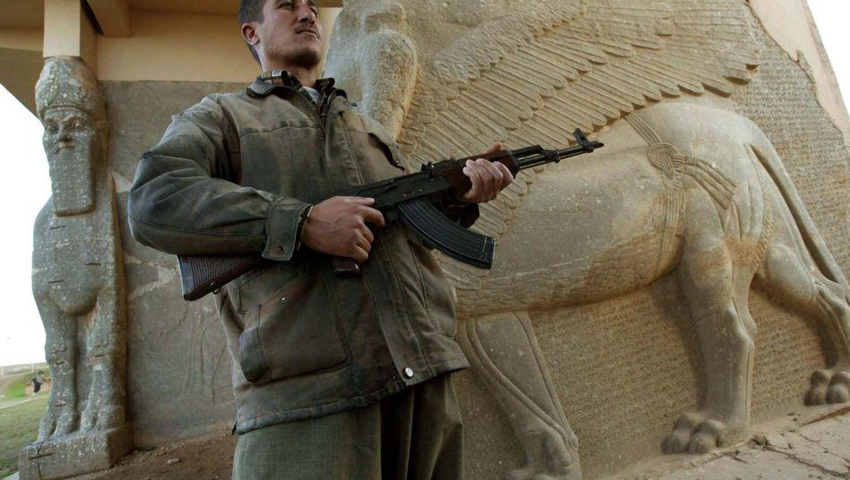 Wächter in Nimrud (Archivbild): Nach dem Zusammenbruch des Saddam-Regimes wurden bedeutende historische Orte bewacht