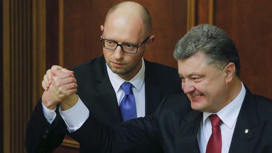 Jazenjuk (l.) und Poroschenko: Sieg für die prowestlichen Parteien