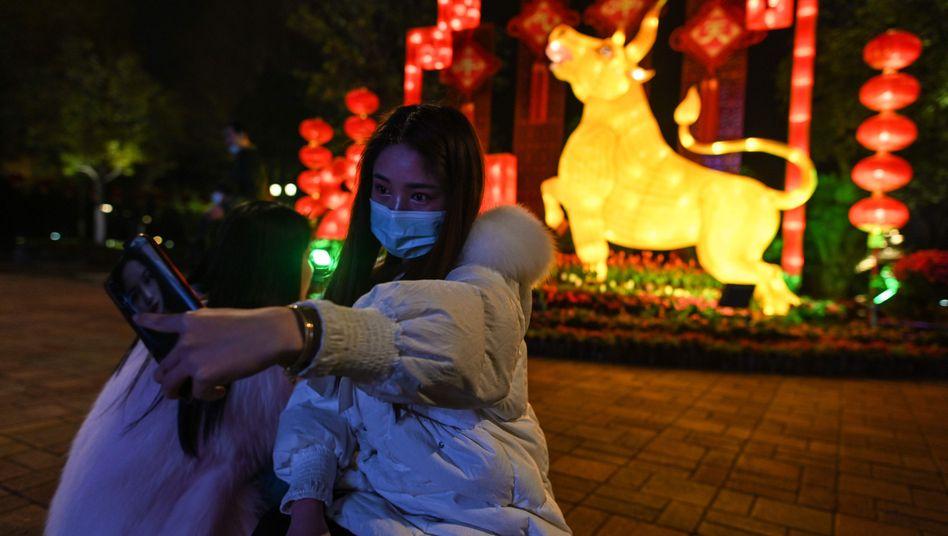Paar in Wuhan: Harmonisch und friedlicher als im alten Jahr?