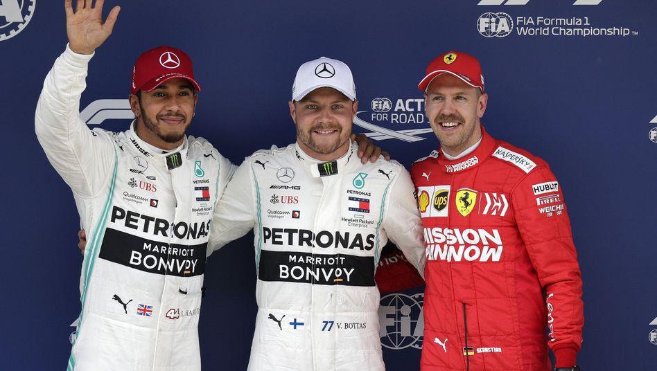 Lewis Hamitlon (l.), Valtteri Bottas und Sebastian Vettel (r.)