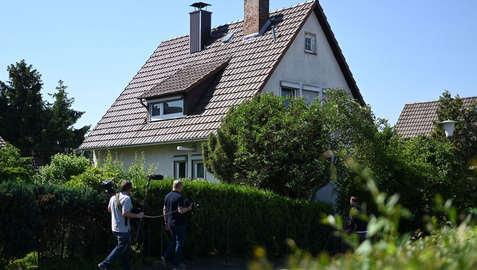 """Markierung der Opfer"": Wohnhaus des Tatverdächtigen im Mordfall Walter Lübcke, Stephan E."