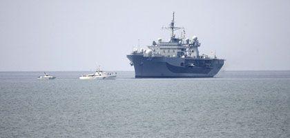 """Vor Anker in Poti: """"USS Mount Whitney"""""""