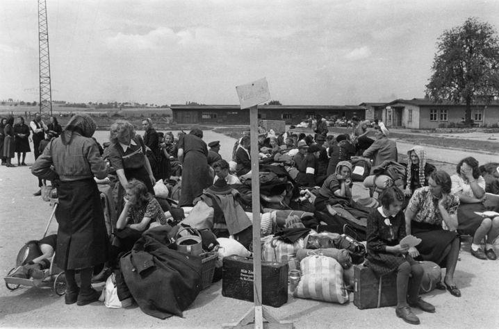 Auch in Grasengrün im ehemaligen Sudetenland warteten Menschen 1946 auf ihre Weiterreise nach Westen. Der kleine Ort nahe Karlsbad gehörte jetzt zur Tschechoslowakei.