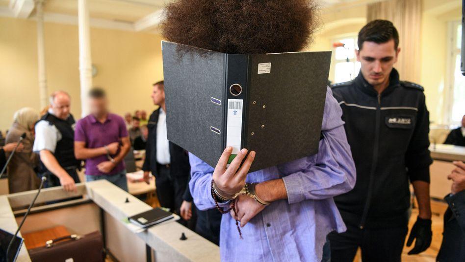 Angeklagte im Gerichtssaal (Archiv)