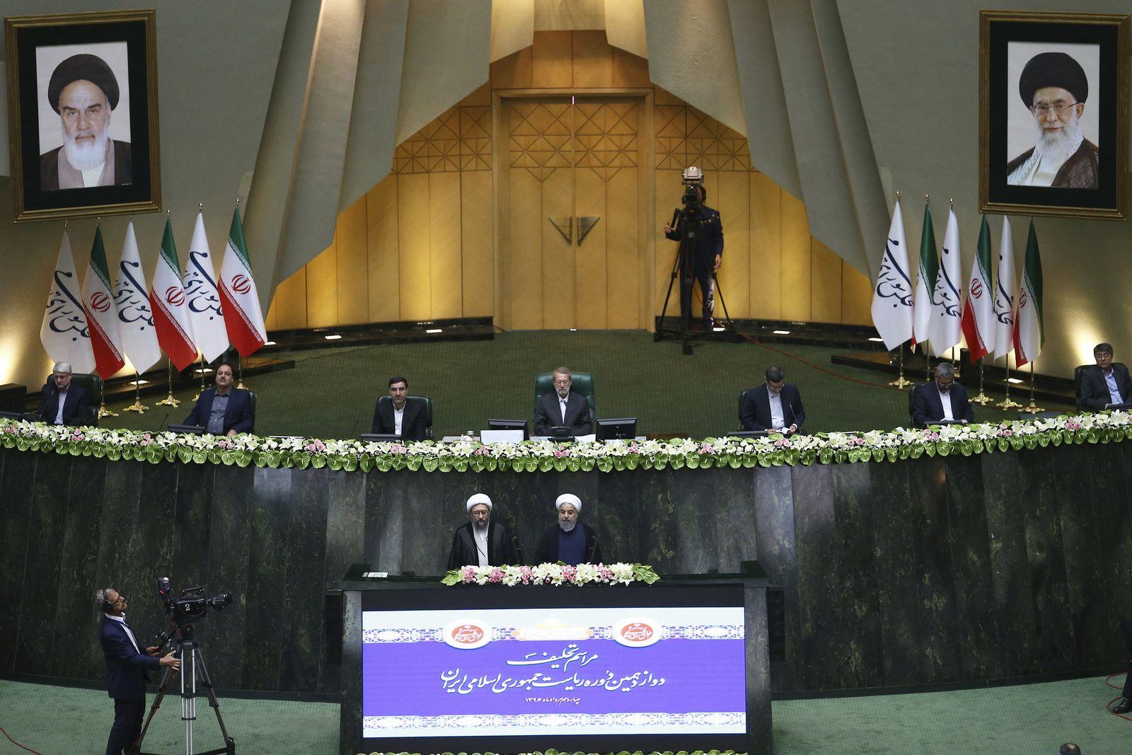 Irans Präsident Ruhani im Parlament vereidigt
