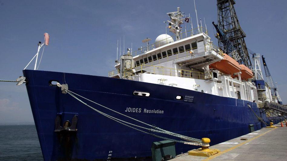 """Mit dem Forschungsschiff """"Joides Resolution"""" wurden im Sediment des Pazifik Bohrproben genommen"""