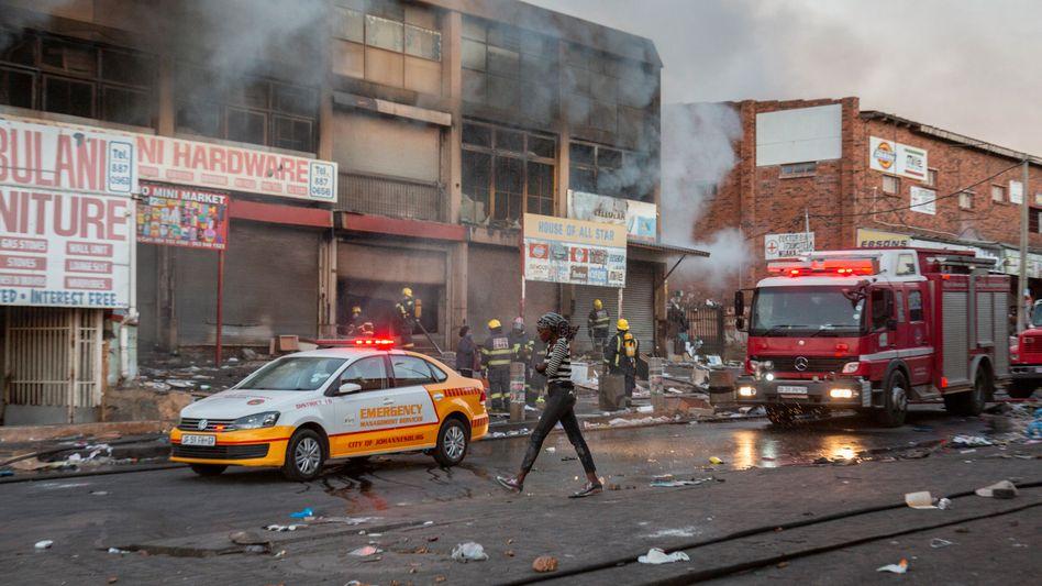Feuer und Gewalt: Zerstörte Geschäfte in Johannesburg
