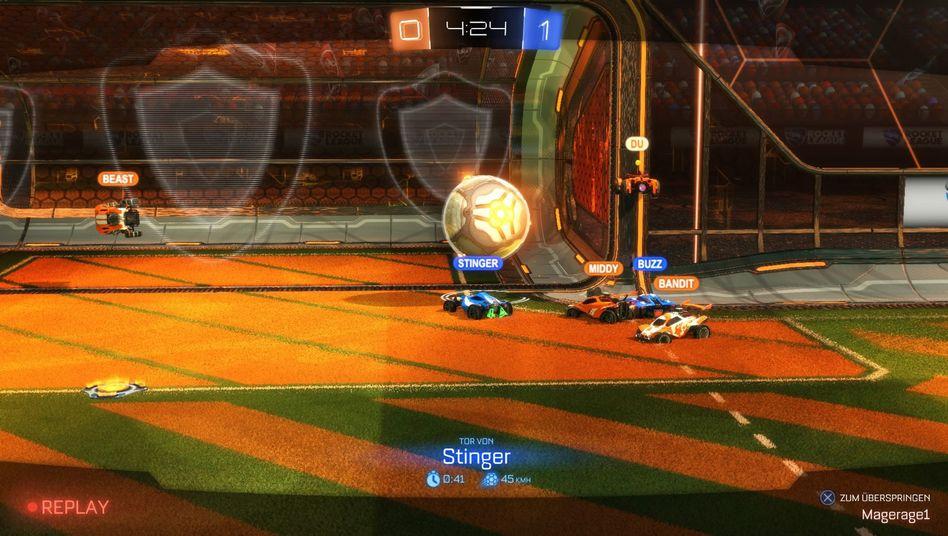 """Autofußball bei """"Rocket League"""": Das gerade erschienene Spiel kann online, aber auch offline mit Freunden gespielt werden"""