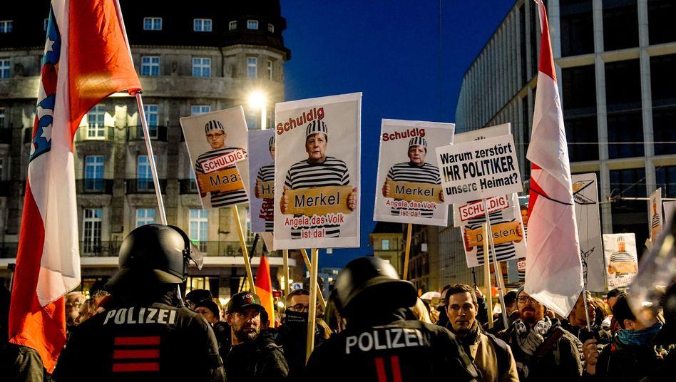 Demonstrierende im Zentrum von Leipzig: Urkundenfälschung, Beleidigung, Widerstand gegen Vollstreckungsbeamte