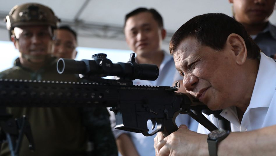 Duterte bei einer Waffen-Veranstaltung in Davao