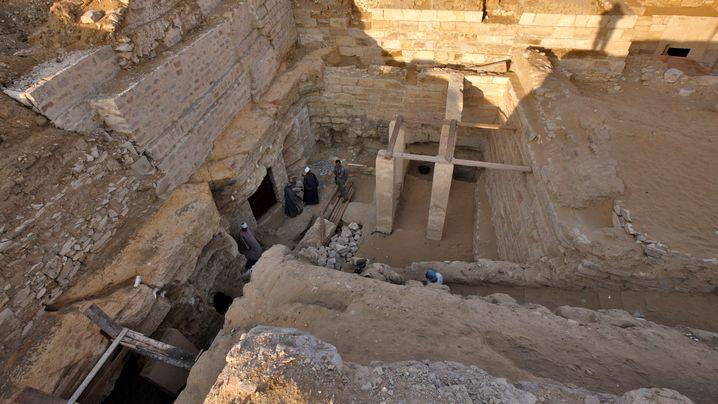 Pharaonentocher-Grab: Beigesetzt zwischen Beamten