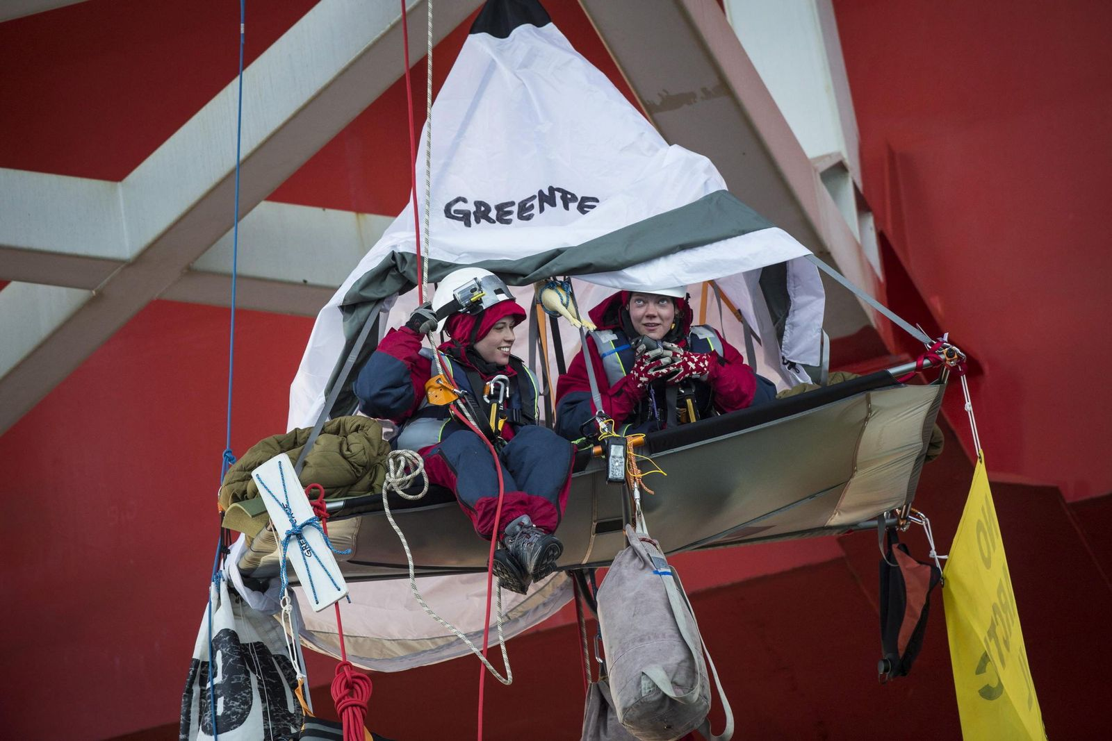 Greenpeace activists forced to end protest on Norwegian oil rig