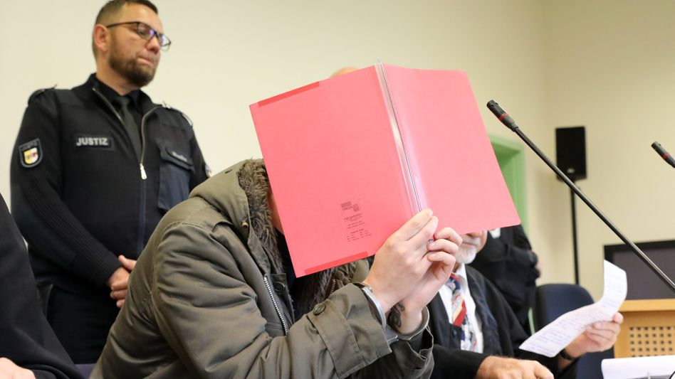 Angeklagter vor Gericht in Neubrandenburg (Archiv): Mord durch Unterlassen