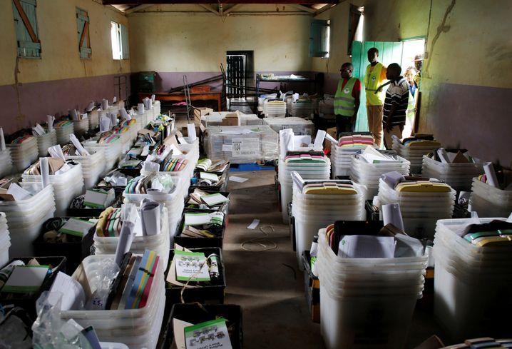Wahlmaterialien in Baragoy, am Tag vor dem Urnengang