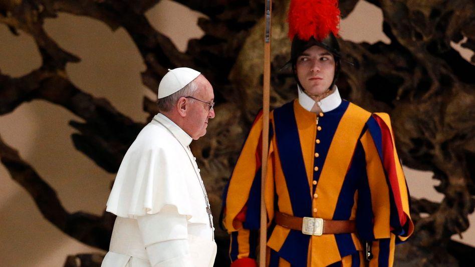 Papst Franziskus: »Wenn einer schwul ist – wer bin dann ich, ihn zu verurteilen?«