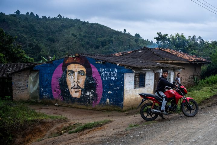 Graffiti of the face of Che Guevara on the wall of a home in Caldono, Cauca, a province in southwestern Colombia