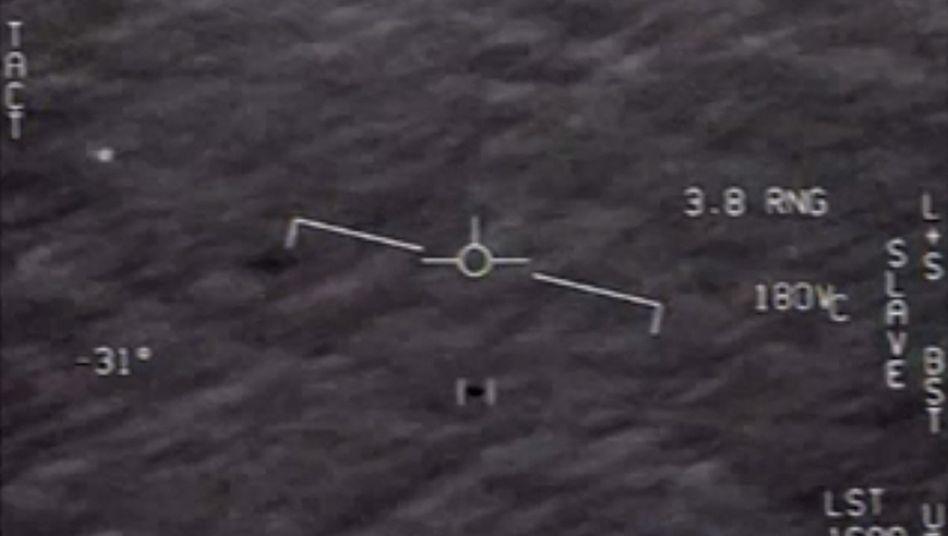 Sichtungen von merkwürdigen Flugobjekten aus US-Militärjet (Screenshot aus Video des Piloten)
