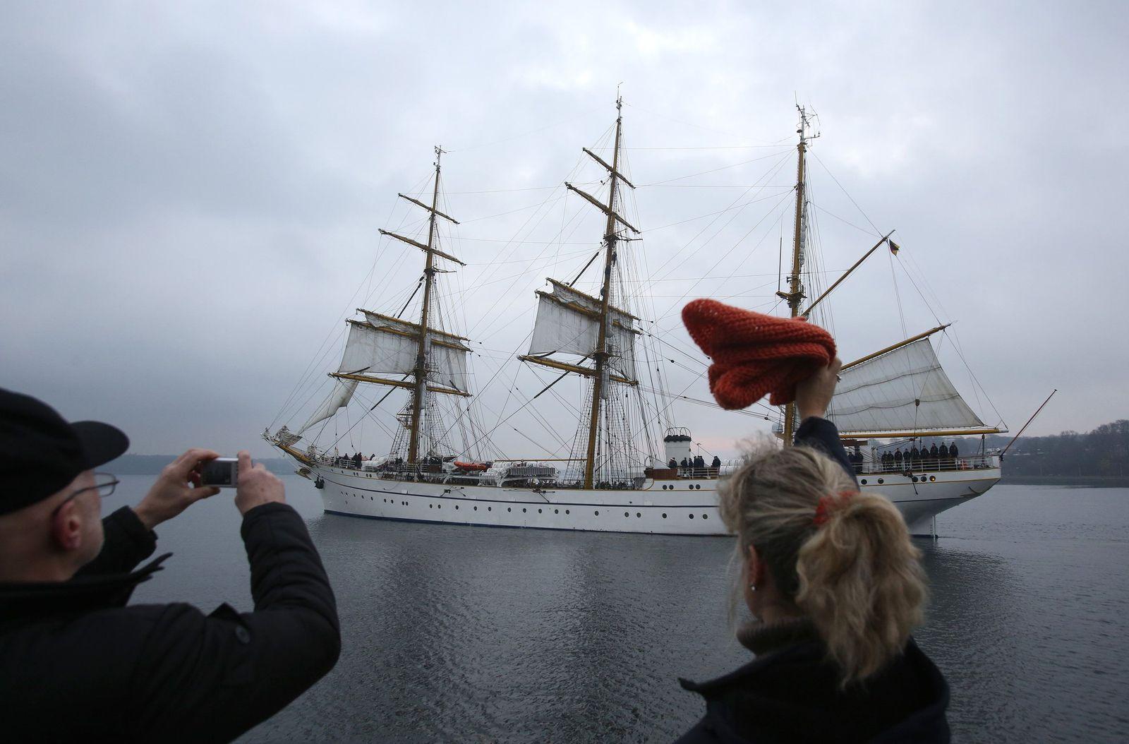 Segelschulschiff Gorch Fock läuft aus