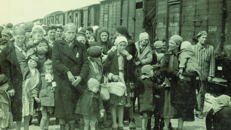 Ankunft von Müttern und Kindern in Auschwitz: Es drohte sofortiger Tod oder mörderische Zwangsarbeit