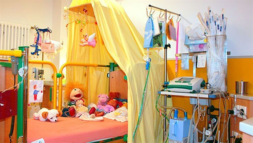 Pflegebett im Kinderhaus Atemreich: Für lautes Toben sind viele Kinder zu krank