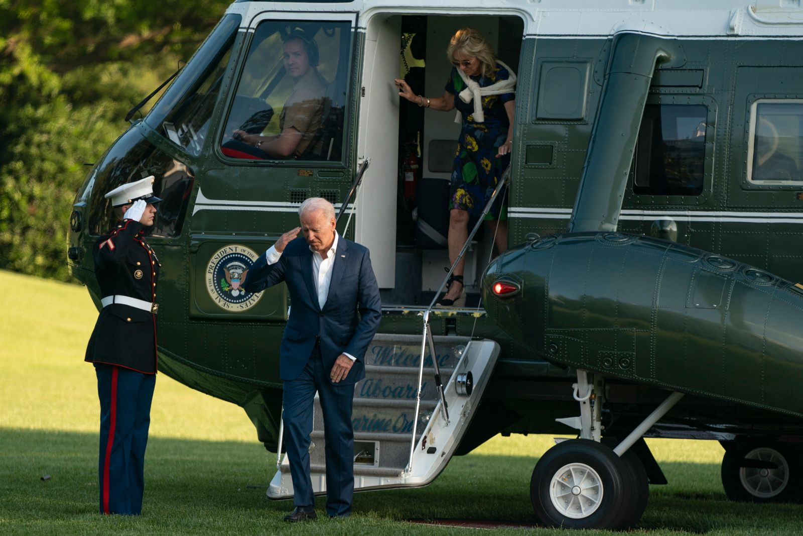 Biden returns to the WHite House from Camp David