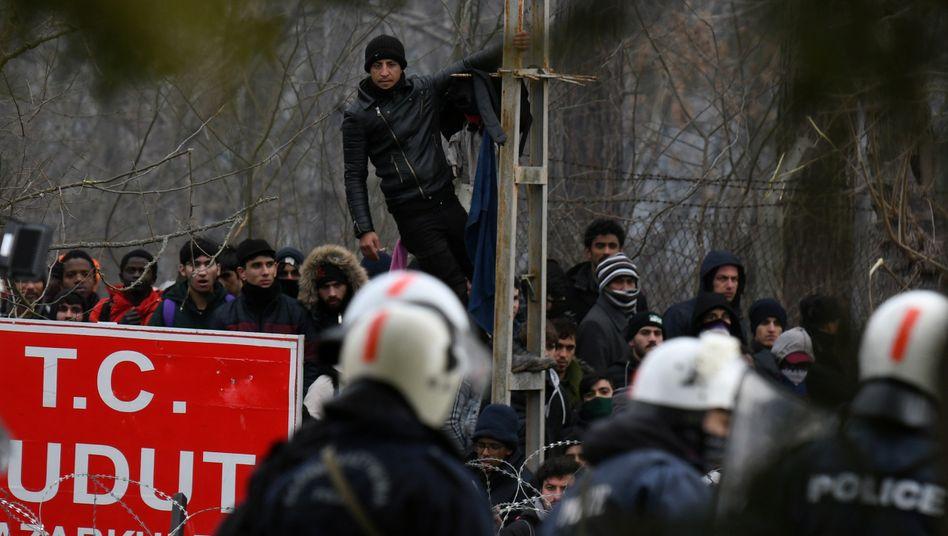 Eskalation am Grenzübergang: Geflüchtete und griechische Polizei in Kastanies, Ende Februar 2020