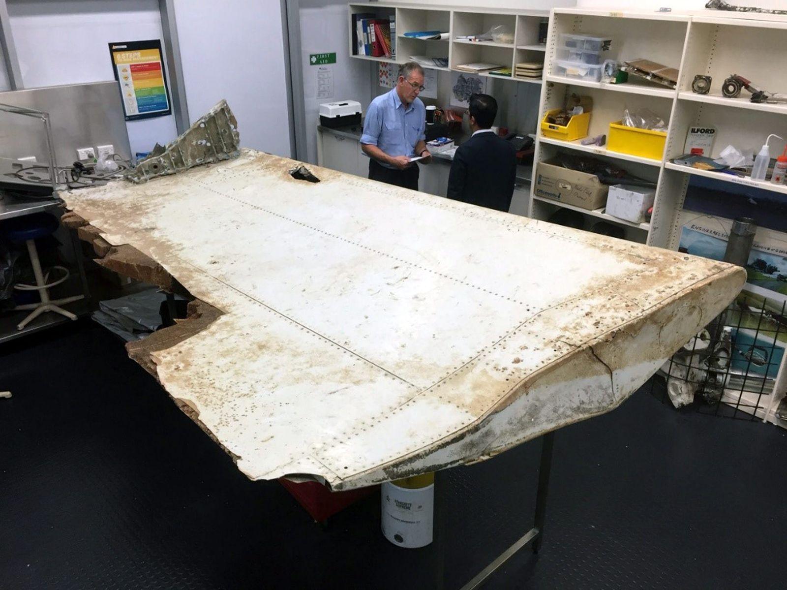 Australian and Malaysian investigators examine Tanzania debris th