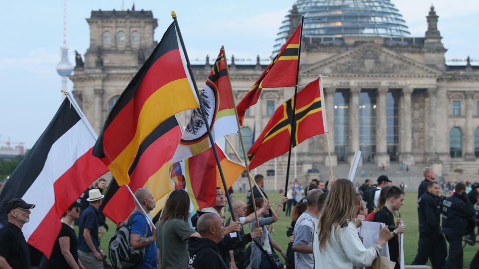 """Pegida-Aufmarsch vor dem Reichstag (2015): """"Der Islam ist das gemeinsame Feindbild"""""""