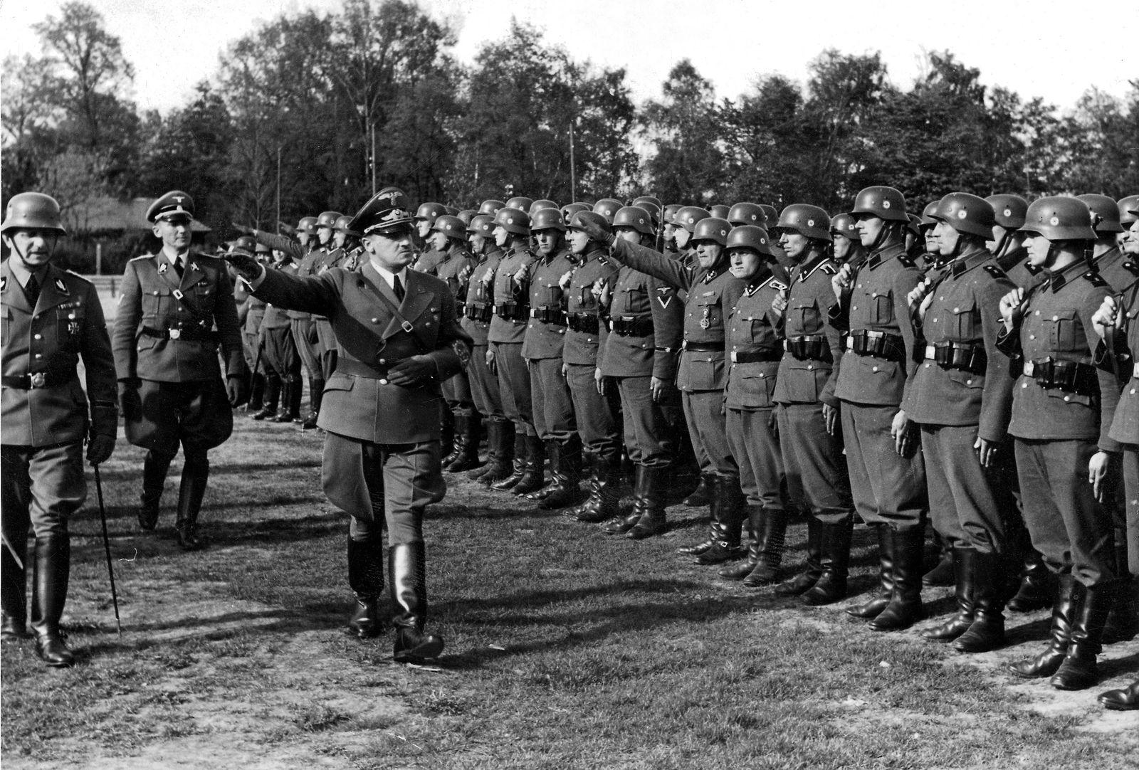 Hans Swarowsky - Frank inspiziert SS-Verb?nde im besetzten Polen