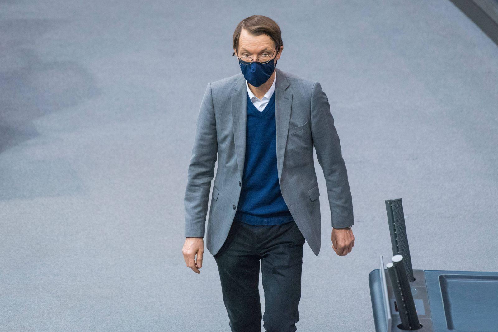 Berlin, Plenarsitzung im Bundestag Deutschland, Berlin - 18.11.2020: Im Bild ist Karl Lauterbach (SPD) vor Beginn der Si