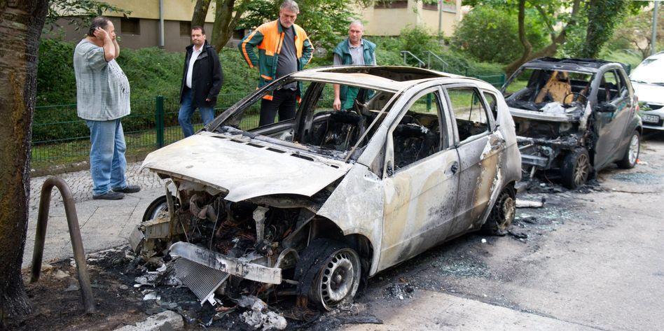 Ausgebrannter Mercedes in Charlottenburg: Der Staatsschutz ermittelt