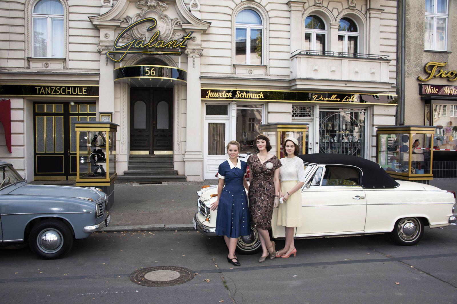 EINMALIGE VERWENDUNG Deutsches Haus/ Annette Hess/ Ku Damm 56/ Filmset