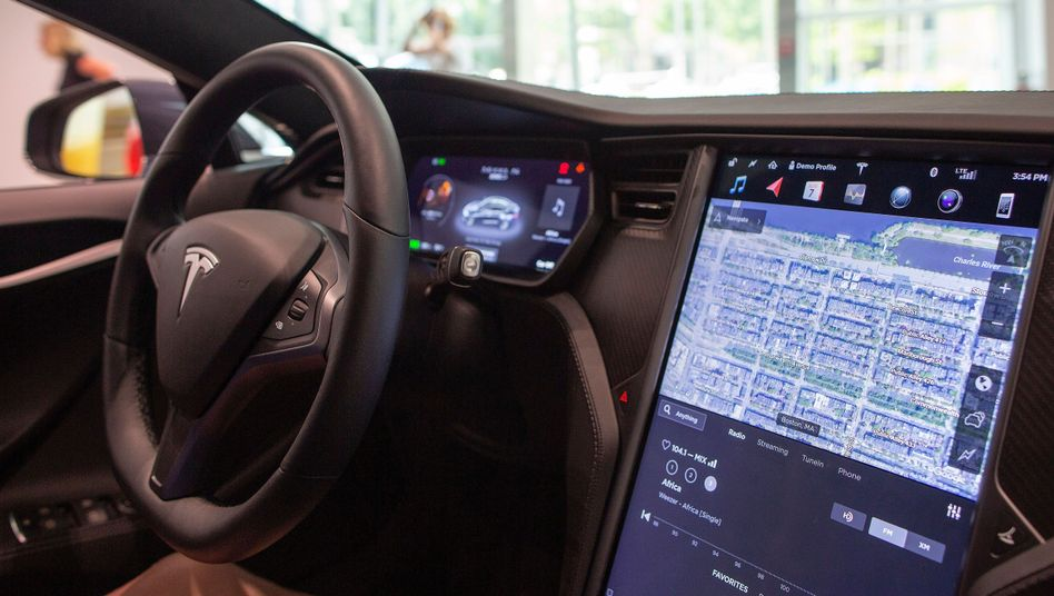 Cockpit eines Tesla Model S