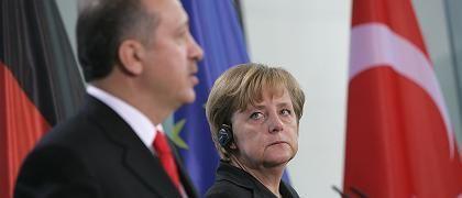 """Erdogan, Merkel: """"Wir haben kein Problem mit deutschen Schulen"""""""