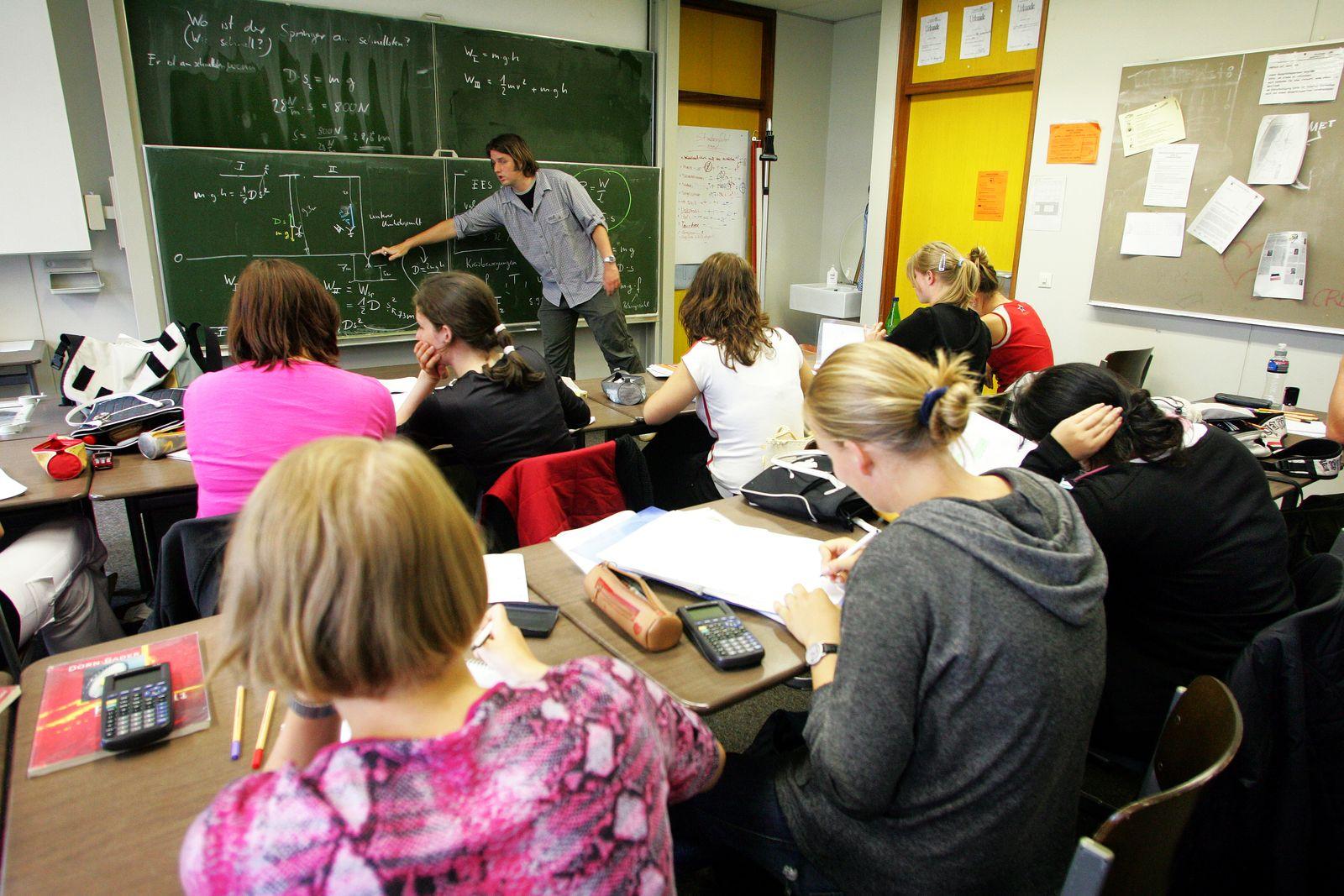 Physikunterricht / Schule / Schueler